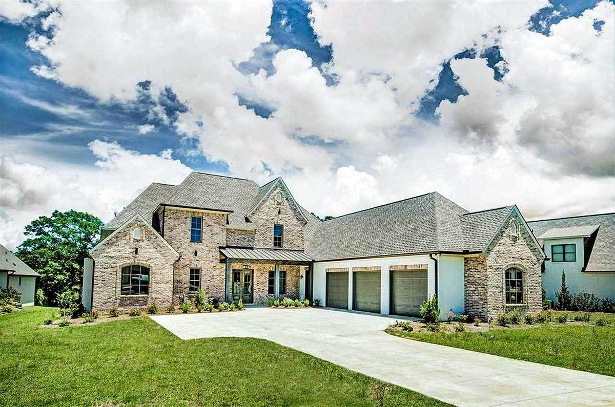 Plan 510005wdy Stone And Stucco Beauty With Courtyard Entry Garage Courtyard Entry House Plans Architectural Design House Plans