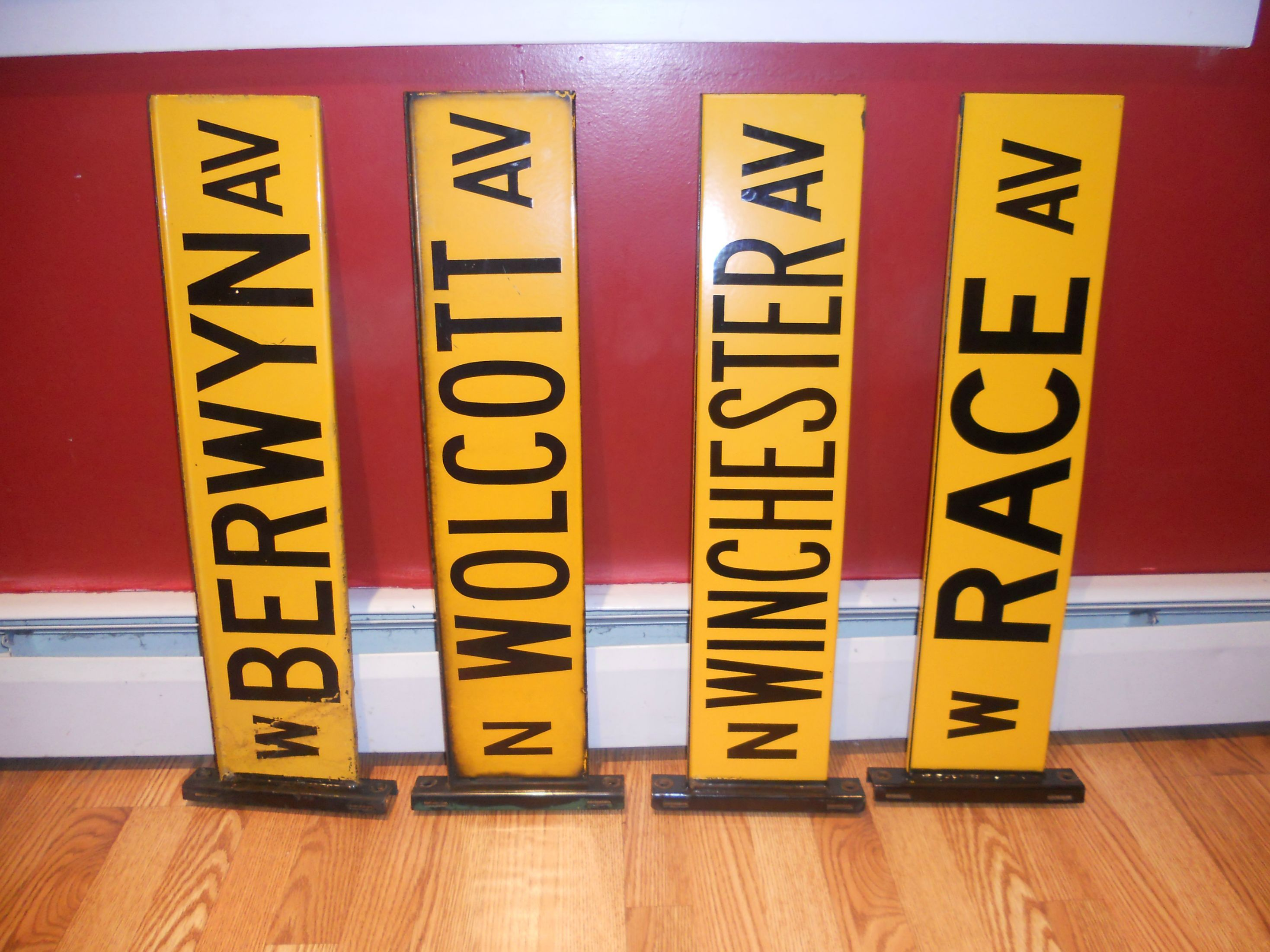 The Old Chicago Street Sign Color With Images Street Signs