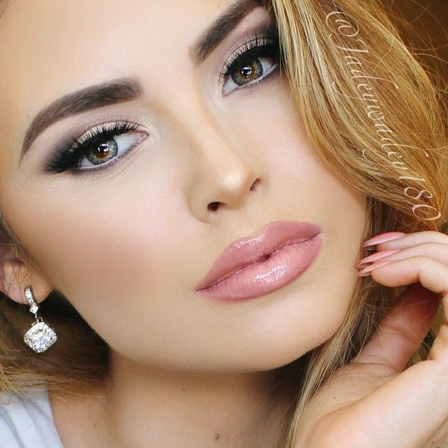 Smashbox liner frenchie, dolce and gabbana fascination lipstick and buxom mwah lipgloss
