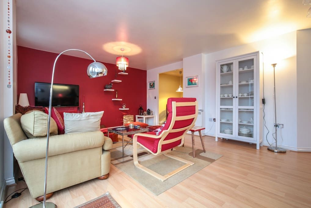Check Out This Awesome Listing On Airbnb Bright Canalside Flat Near River Flats For Rent In London Home Rent In London