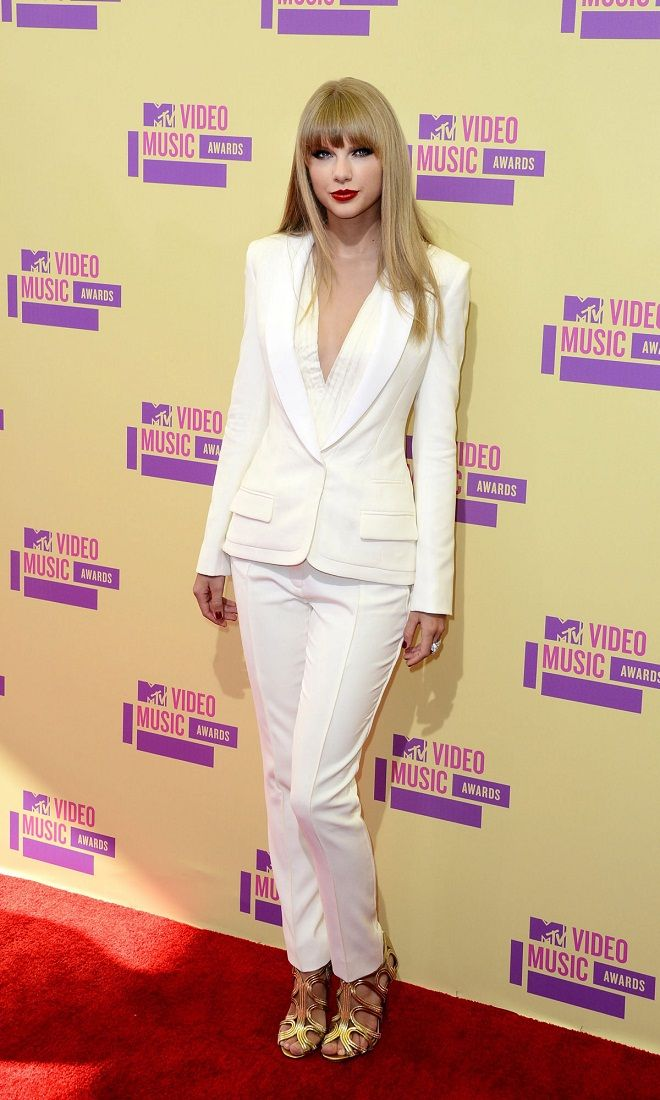 Taylor Swift dolls up in a white tuxedo at the MTV Video Music Awards 2012