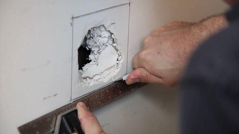 Le placo est fragile, un choc et vous voilà avec un trou au mur ou - peinture pour plafond fissure