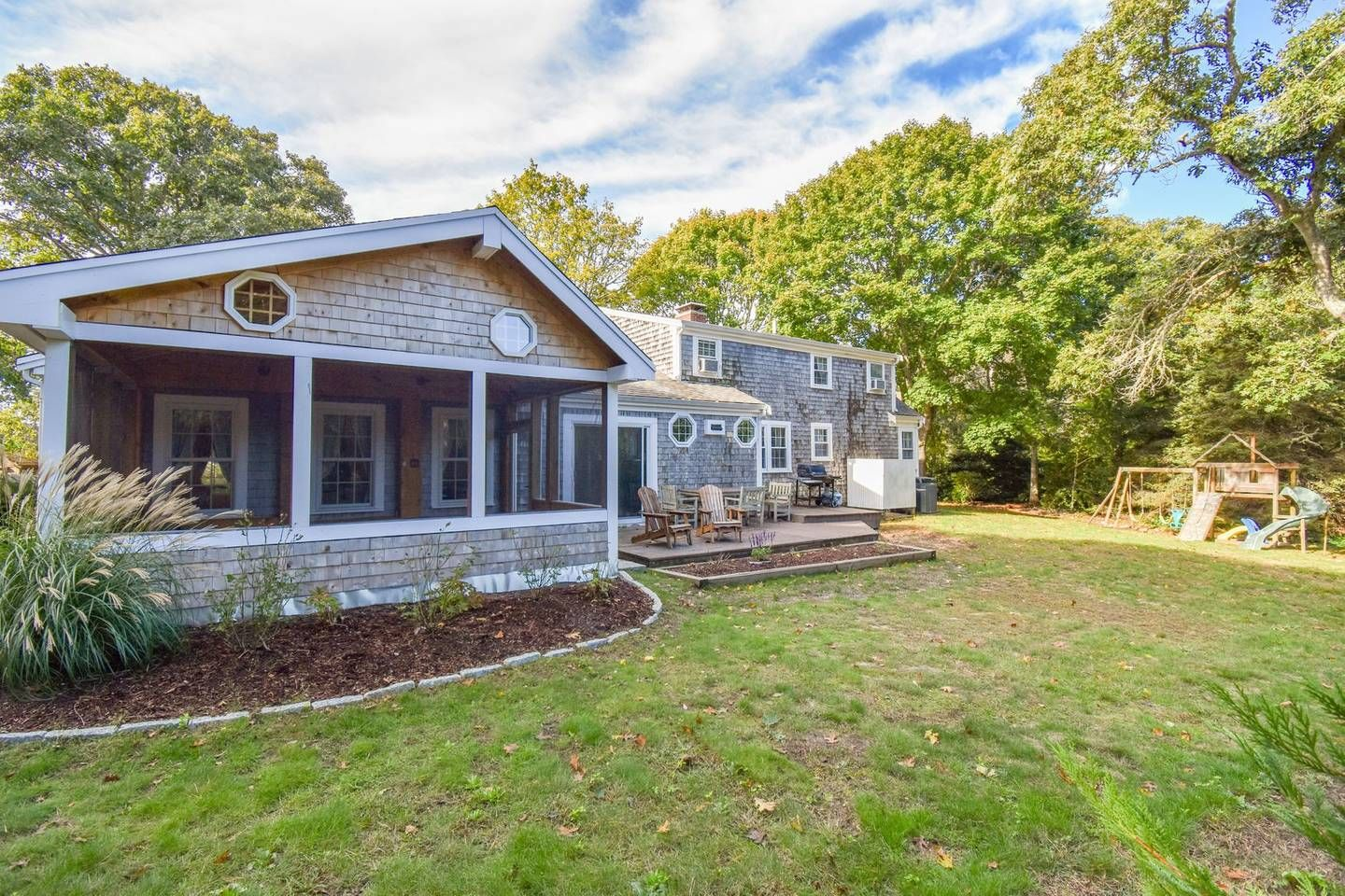 614 Walk to Oyster River, minutes to downtown & beaches