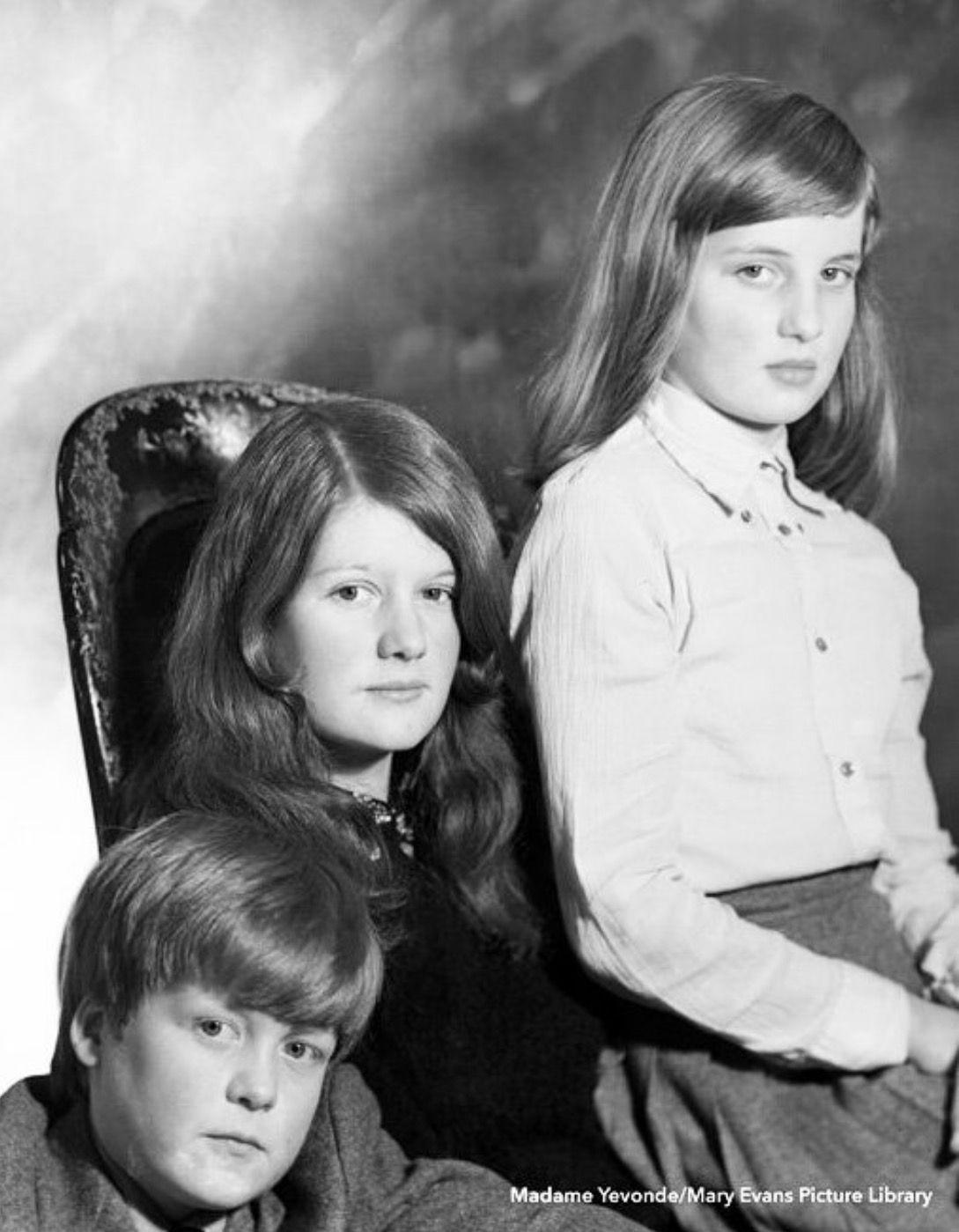 Charles Spencer, Sarah Spencer and Diana Spencer , | Princesa diana, Boda  de la princesa diana, Celebridades
