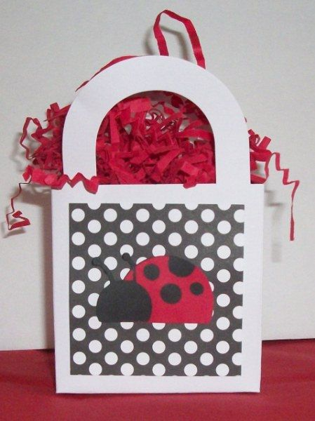 Didn't want to forget the idea so I'm pinning it. Just some gift bags I can decorate them myself.