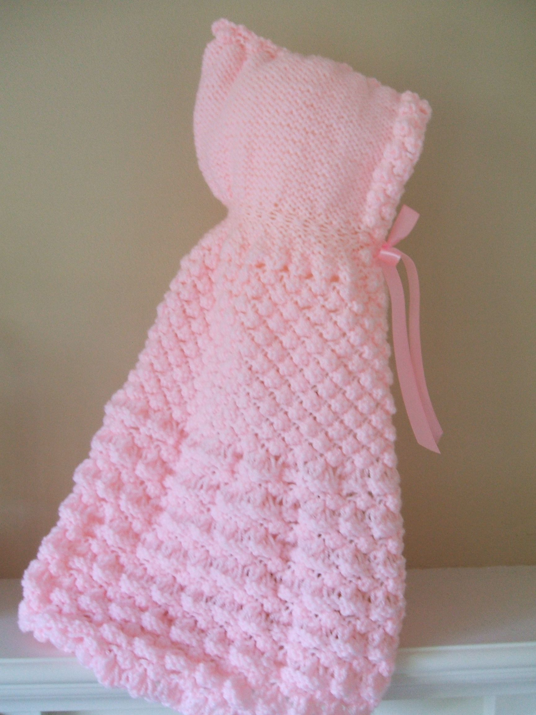 HOODED CAPE FOR NEW BABY knitting pattern http://www.craftsy.com/pattern/knit...