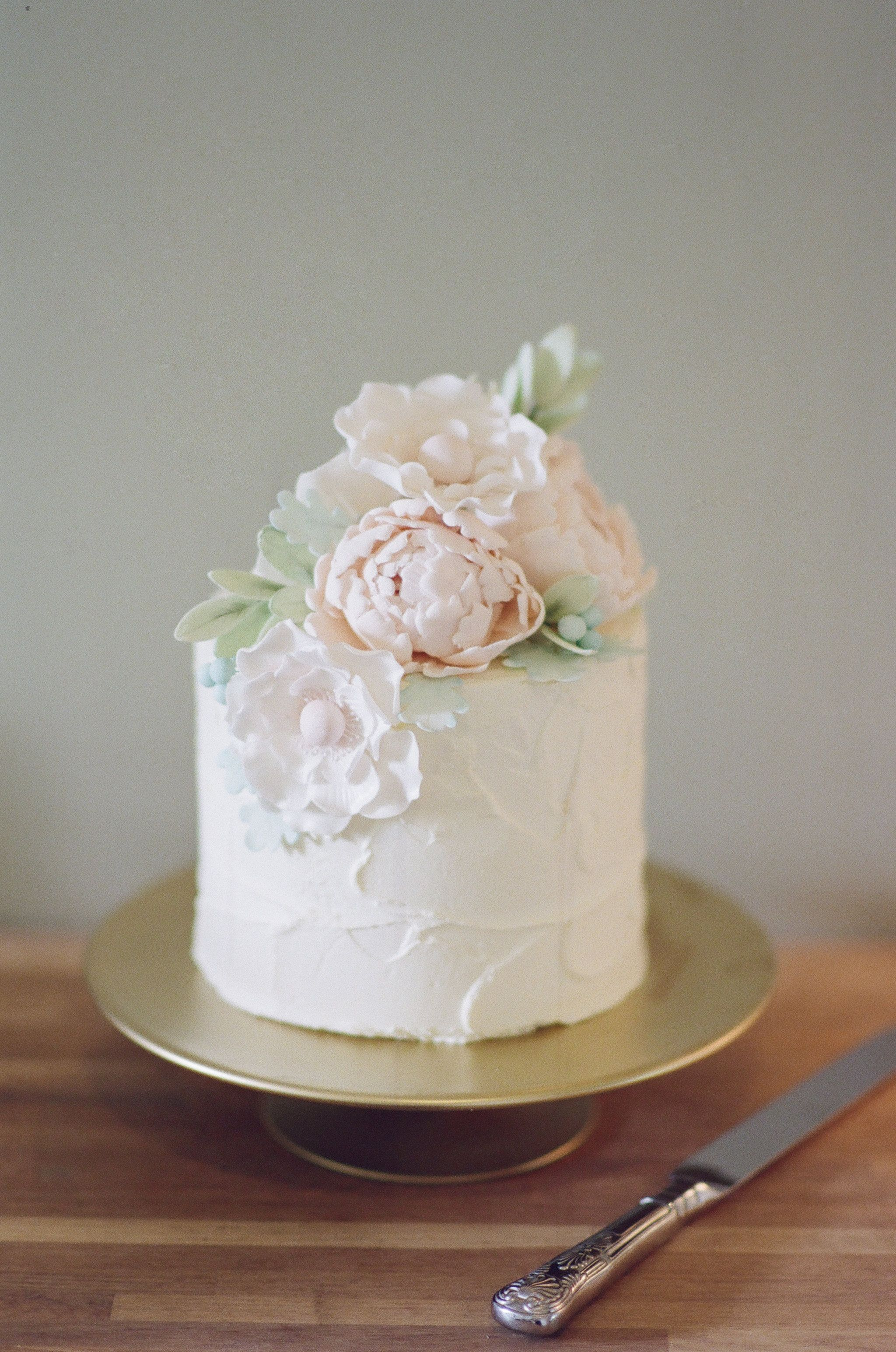 Elegant Single Tier Buttercream Wedding Cake With Handmade Sugar Flowers Created For Such A Lovely English Wedding Cakes Sugar Flowers Cake Hand Painted Cakes