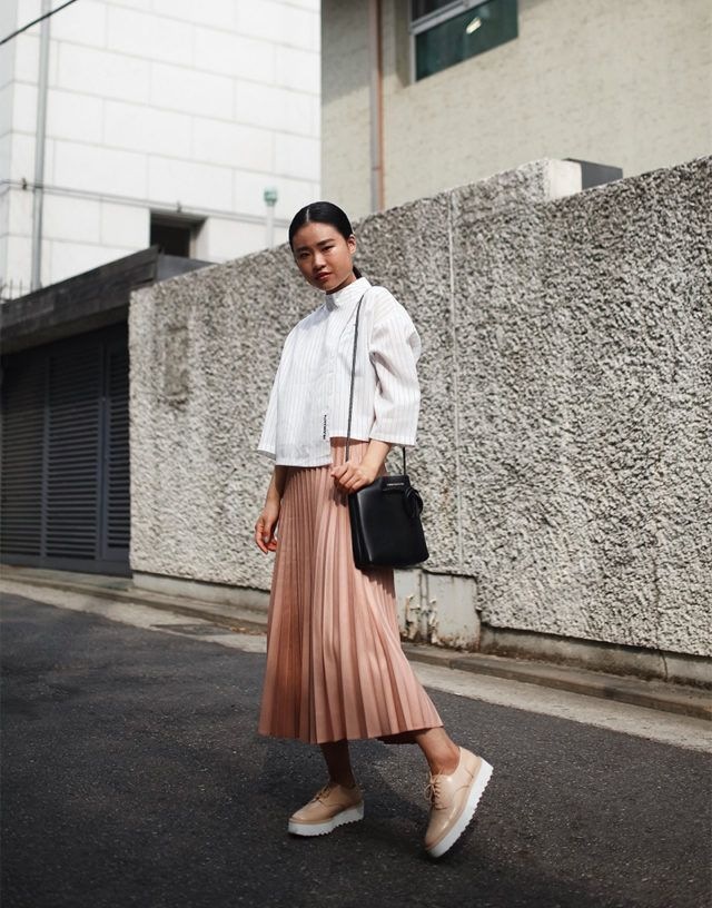 987498325f157 pleated mini skirt-accordion pleats-crop top-treaded loafers-platform  loafers-creepers-spring work outfit-blush pink-