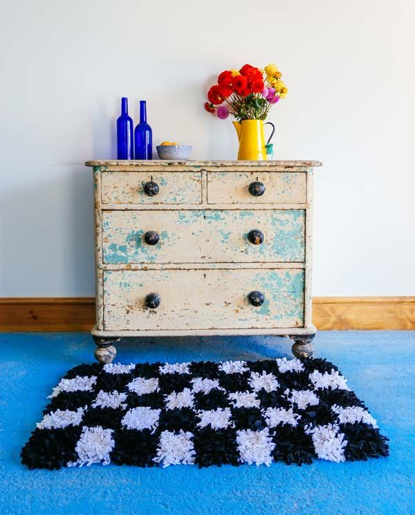 How to make your own rug video tutorial | Ragged Rug - get a kit from RaggedLife on Etsy