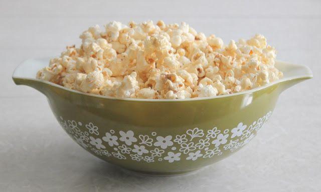 Quick Caramel Popcorn {Made in the Microwave!} | Gluesticks
