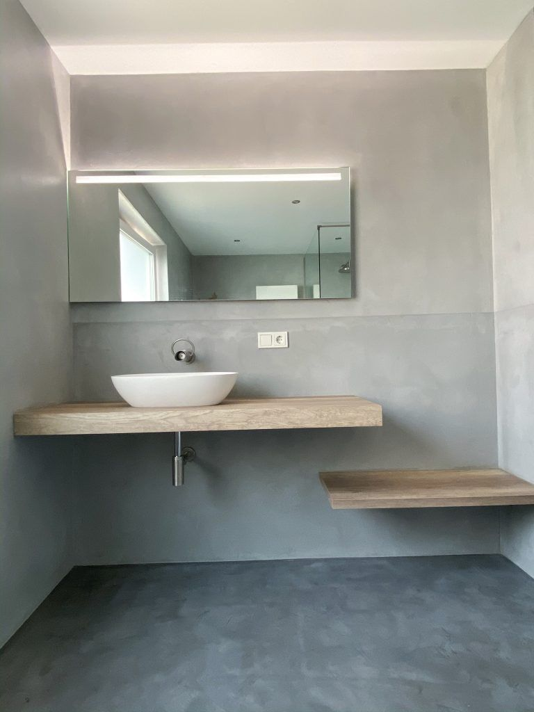 Badsanierung Von Alten Fliesen Zum Luxus Bad Der Vorher Nachher Vergleich In 2020 Badsanierung Dusche Renovieren Alte Fliesen