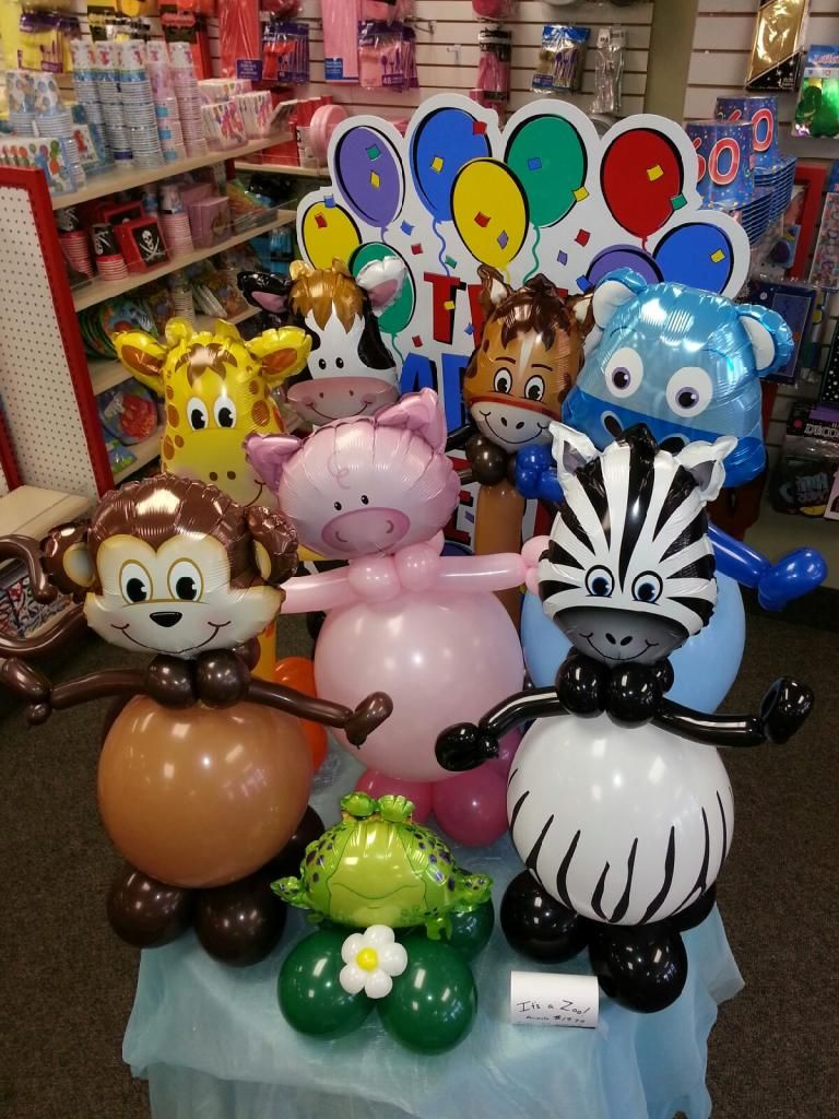 Animal kingdom goes to the party balloon centrepieces