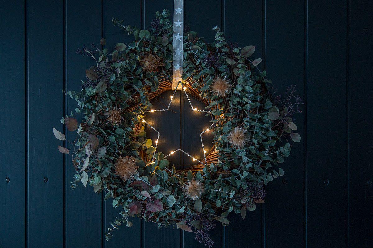 weihnachtlicher t rkranz mit eukalyptus weihnachten. Black Bedroom Furniture Sets. Home Design Ideas