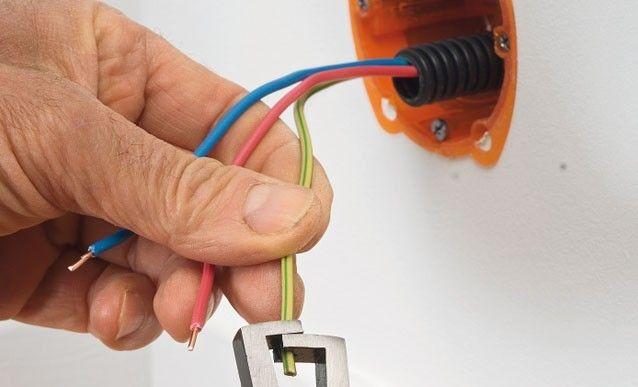Montage d\u0027une prise et d\u0027un cache-câble    wwwsystemedfr - Couleur Des Fils Electrique