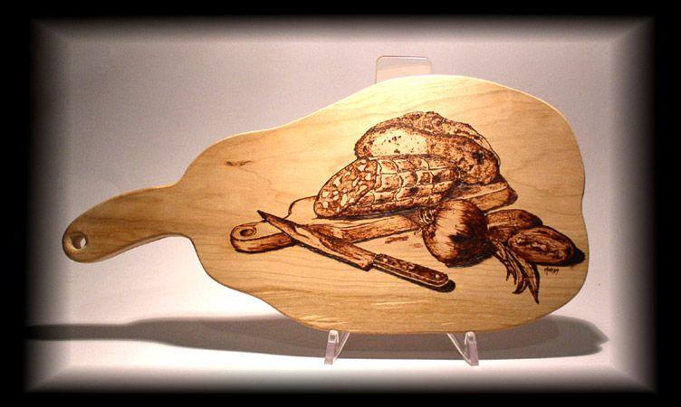 Tagliere in legno decorato con il pirografo pirografia for Targhe decorative in legno