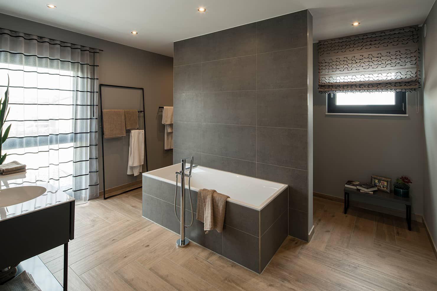 Maxim gemütliches badezimmer mit holzboden moderne