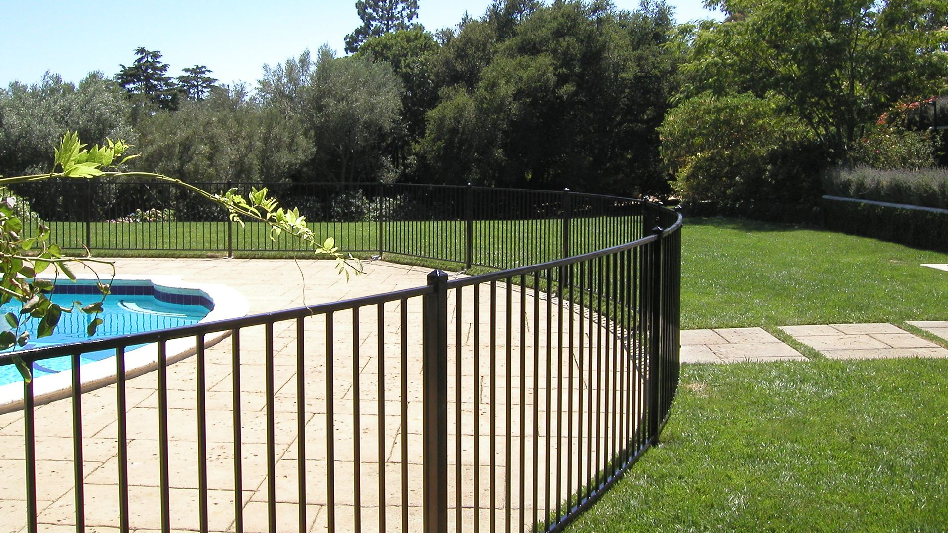 Fence Factory supply best quality pool fencing in Los