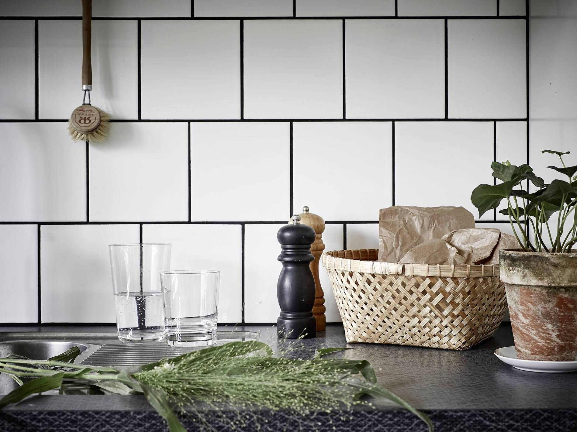 dunkle fugen wei e fliesen k i t c h e n in 2018 pinterest. Black Bedroom Furniture Sets. Home Design Ideas