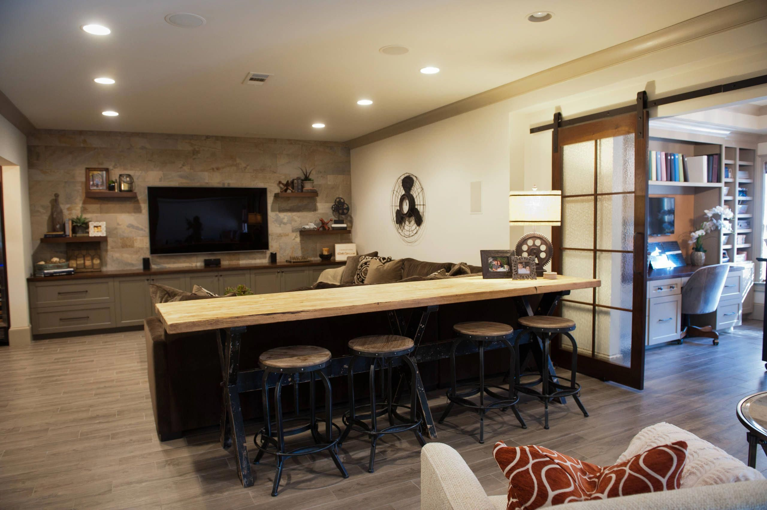 How To Design A Family Room Layout Smallroomdesign With Images