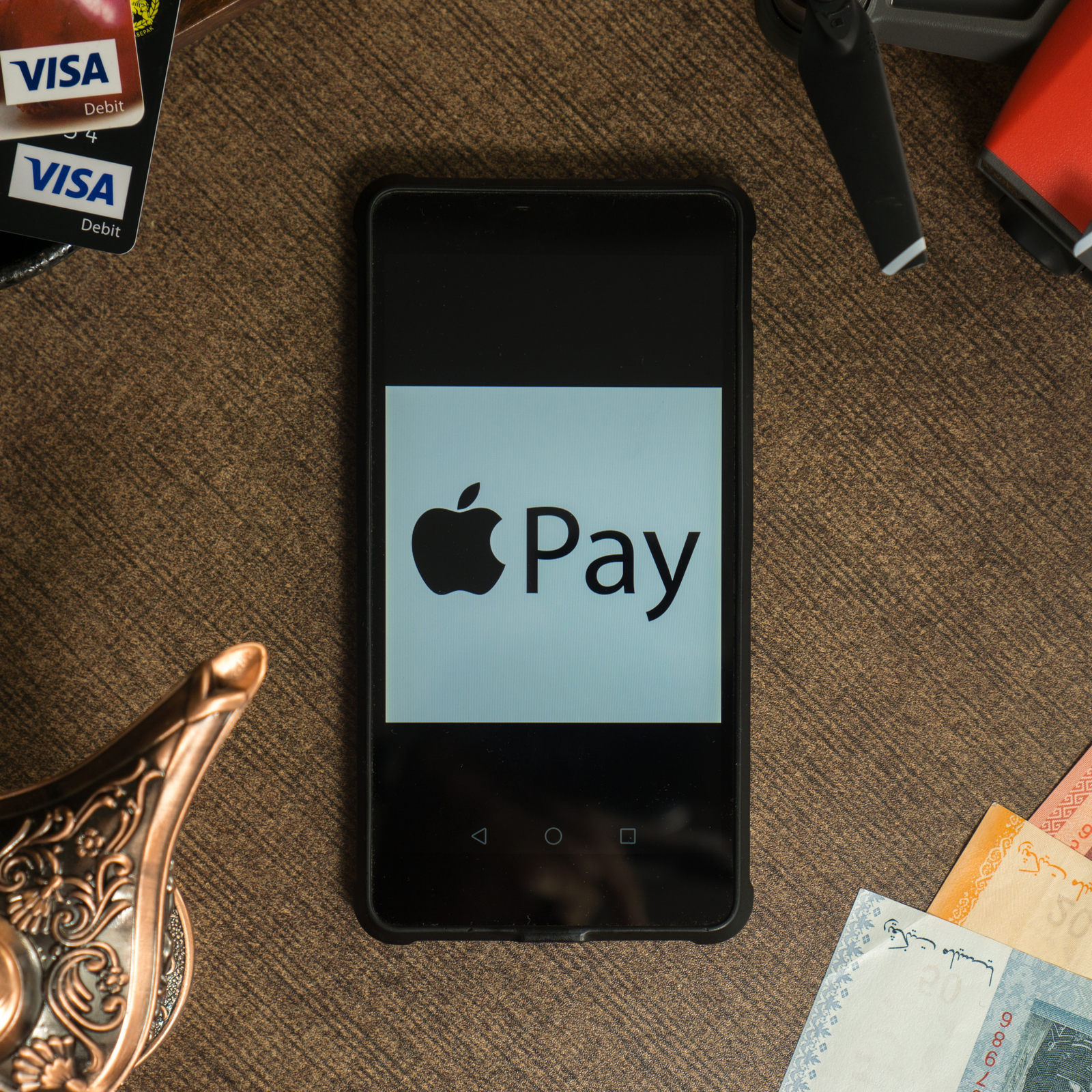 Apple Pay Cash Launches as Users and Developers Turn to Bitcoin