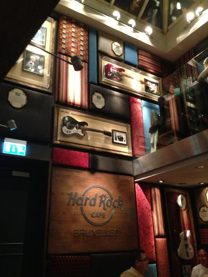 Hard Rock Cafe Brussels in Brussel is een restaurantketen. Het serveert diverse gerechten, maar voornamelijk hamburgers.