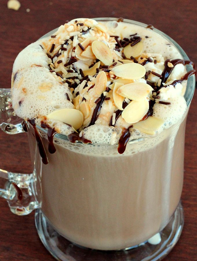 Almond Joy Mocha: rich, creamy with all the almond, coconut and chocolate flavor you love from an Almond Joy. Perfect for a cool evening! www.thereciperebel.com