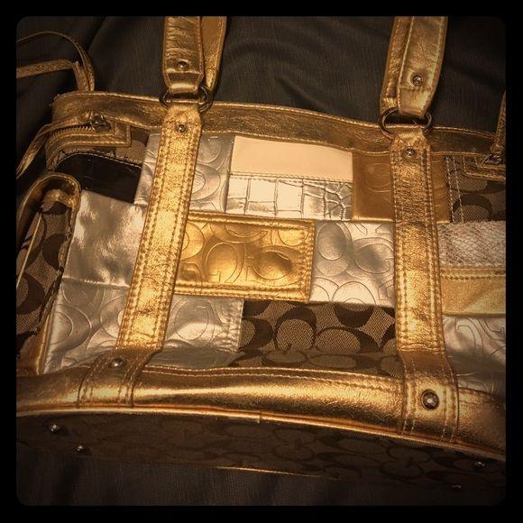 Cache purse Looks like new cache purse Cache Bags Shoulder Bags