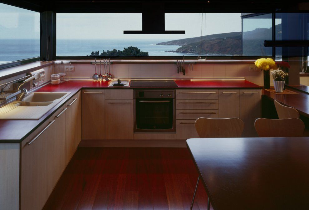 I love this kitchen. With that view I would even learn how to cook.