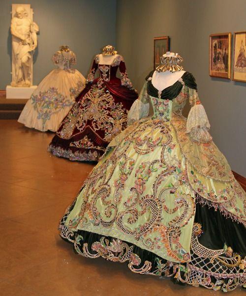 Laredo 1860 dress pictures