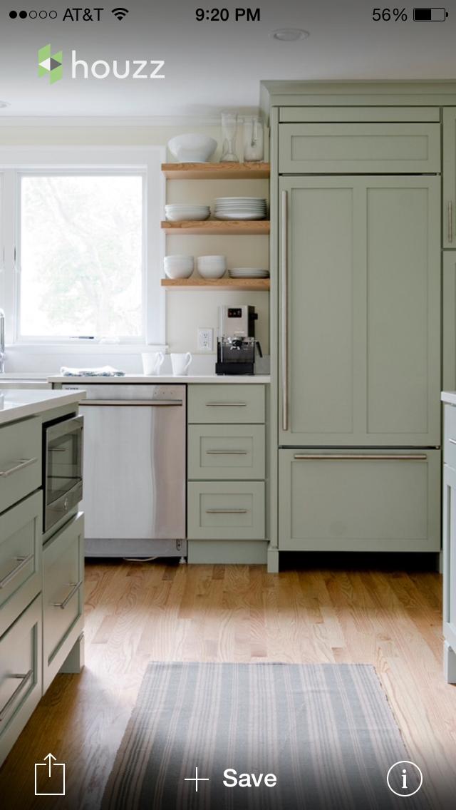 Einrichtung, Deko, Grüne Kochinsel, Salbeigrüne Küche, Kochinseln, Grüne  Küchenarbeitsplatten, Kücheninsel, Weiße Quarz Arbeitsplatten, Küchenfarben