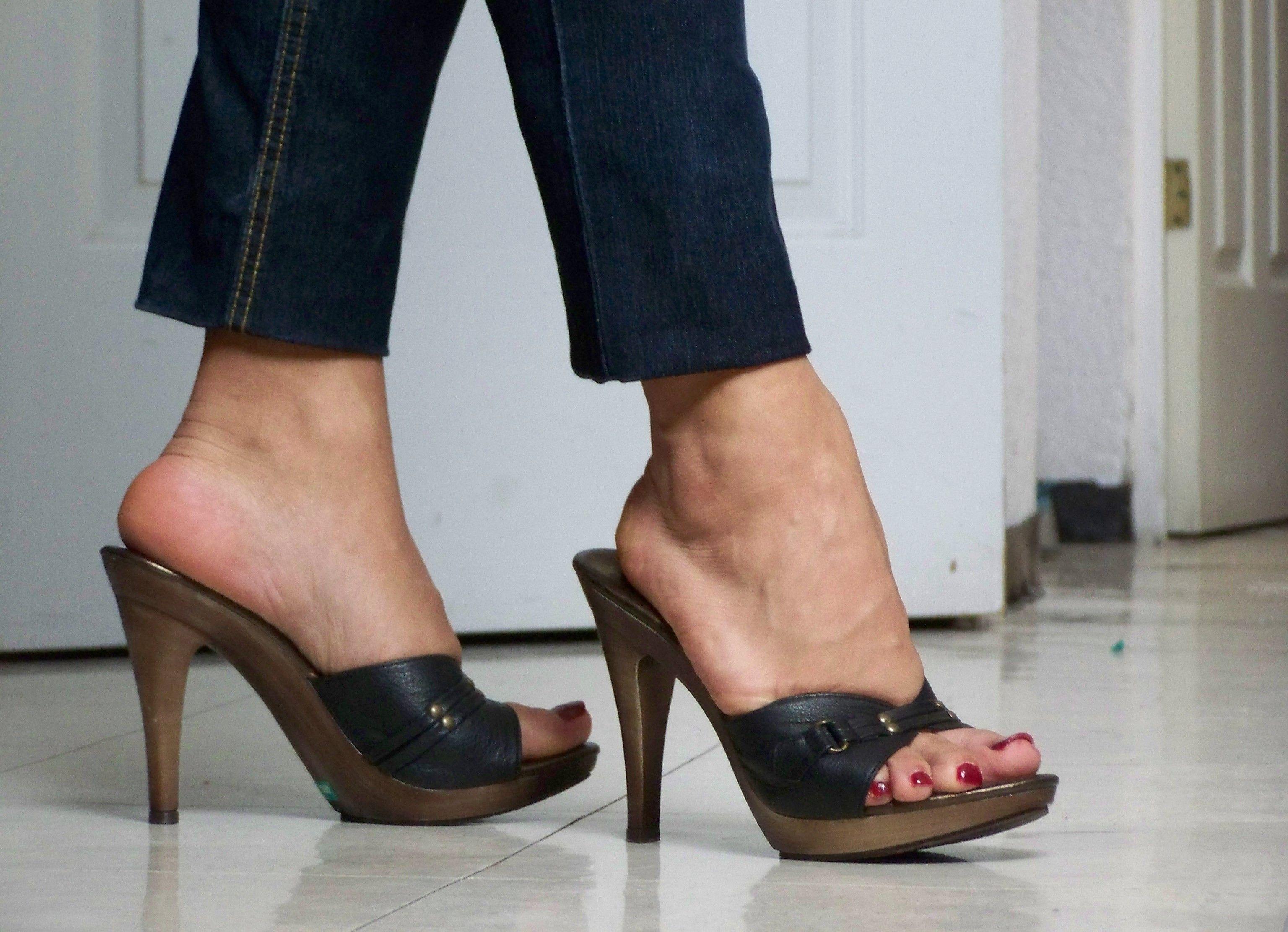 pin von frank illgen auf heels pantoletten pinterest. Black Bedroom Furniture Sets. Home Design Ideas