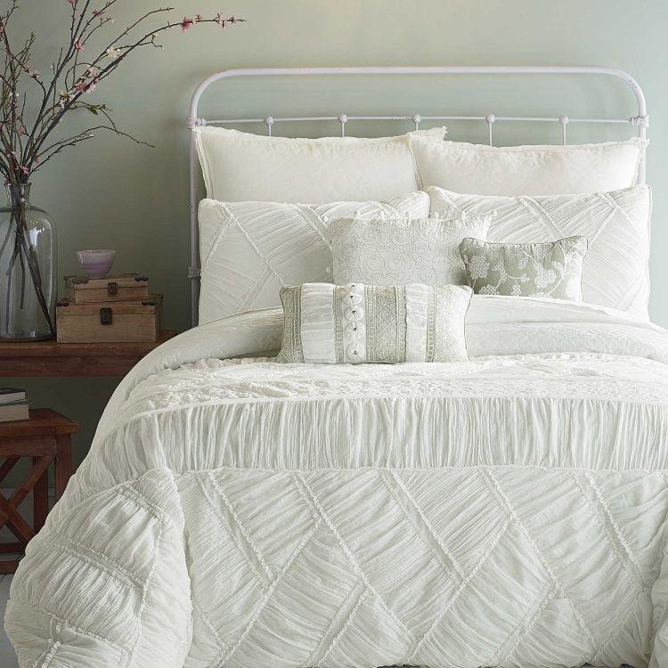 Chambre bohème \u2013 atmosphère romantique en blanc Bedrooms