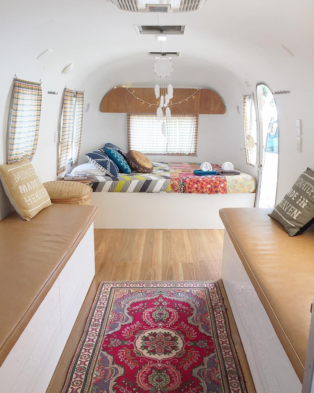 Join the cool caravan club total caravan restoration for Interieur 806