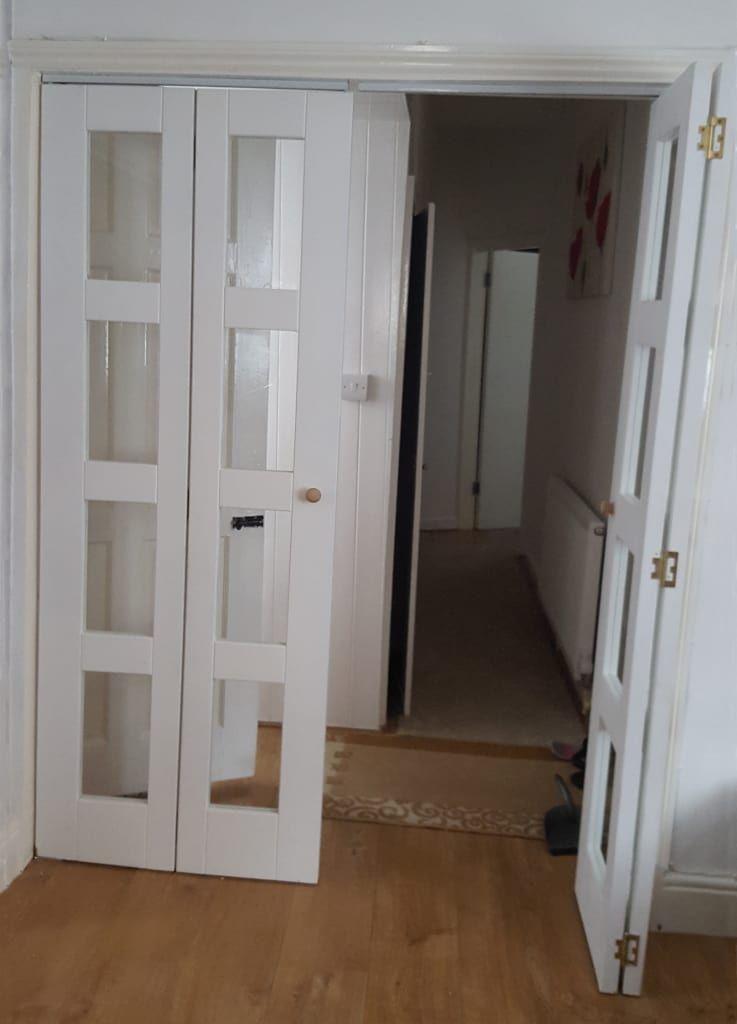 12 puertas que dar n seguridad a tu casa tipos de - Puerta plegable madera ...