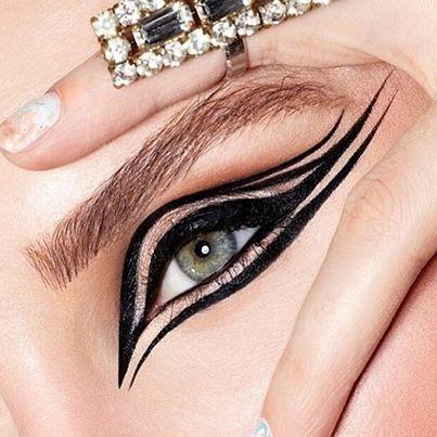Precision Eye Liner Macro Beauty Stunning Make Up Egyptian Eye