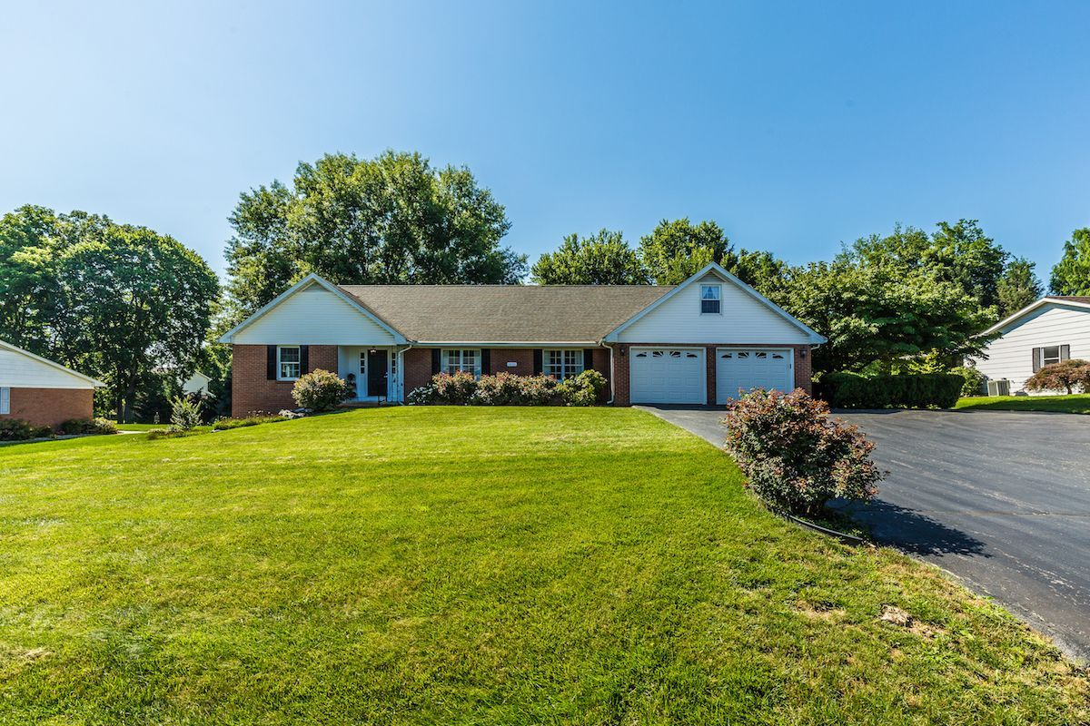 Gloria Dever Of Maryland Real Estate Group Just Listed 1921