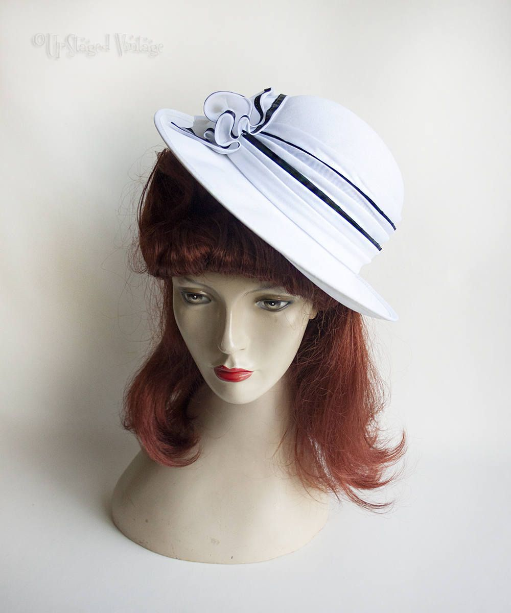 Vintage 70s 80s Original KANGOL White Sun Hat with Rosette Bow and Navy  Blue Trim e206555594