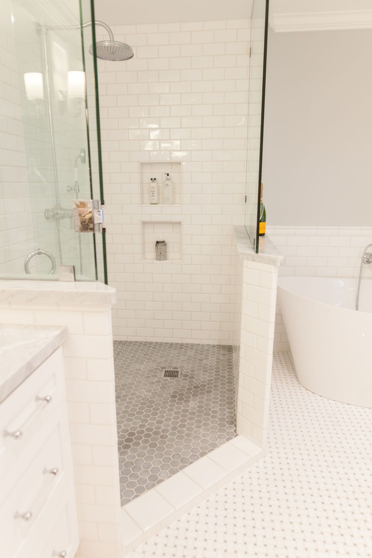 Styled with Dük Liner. Shower shelf, shower wall system completely ...
