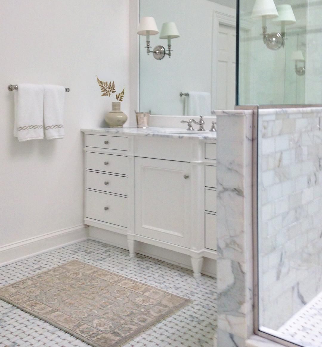 Love My Friend S Bathroom With The Calacatta Marble And I Am Obsessed With Her Little Oushak Area Rug As Mat Bathroom Oushak Calacatta By Loithai