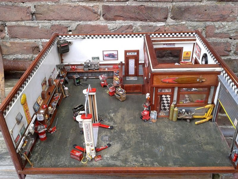 Garage diorama fully detailed and fully scratch build for Alaska garage kits