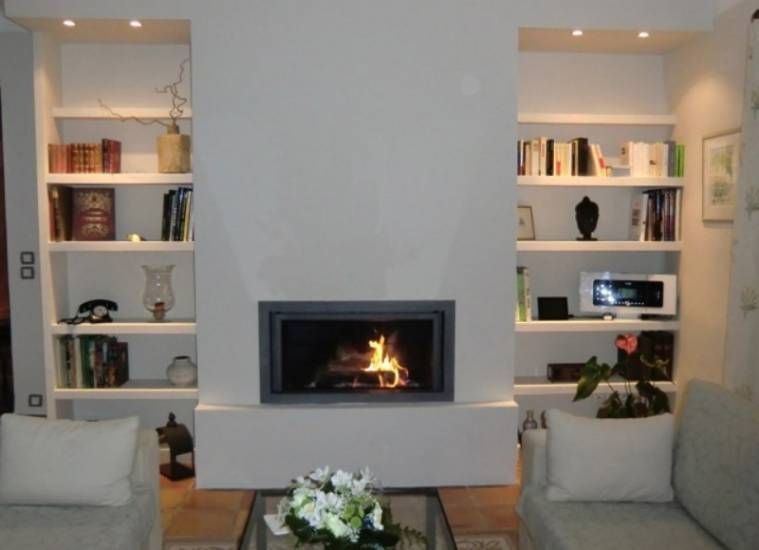 Chemin e moderne avec stuv 21 105 et tablette fire place for Cheminee interieur moderne