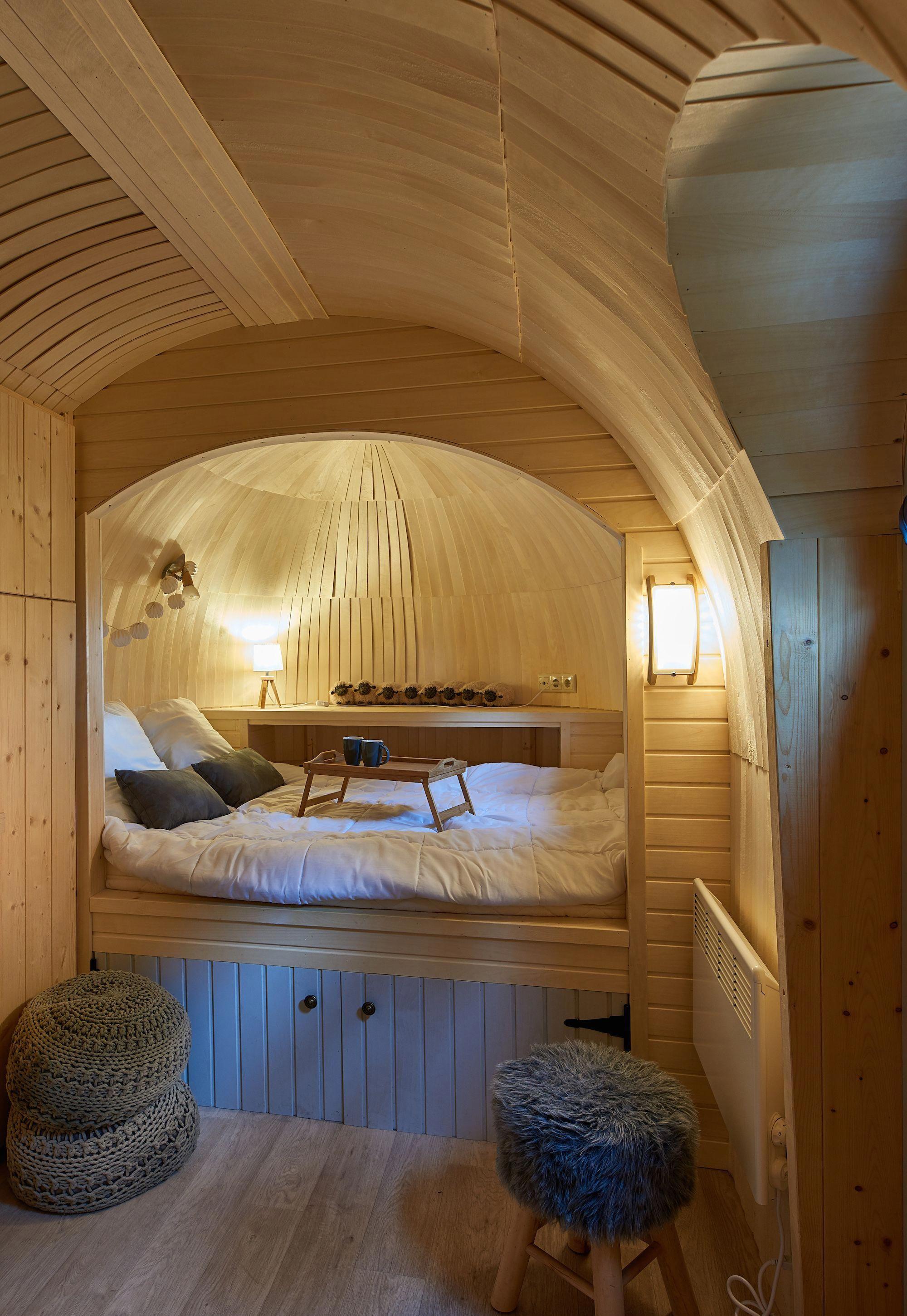Une cabane dans la cabane ! Le lit se dissimule dans une alcôve pour ...