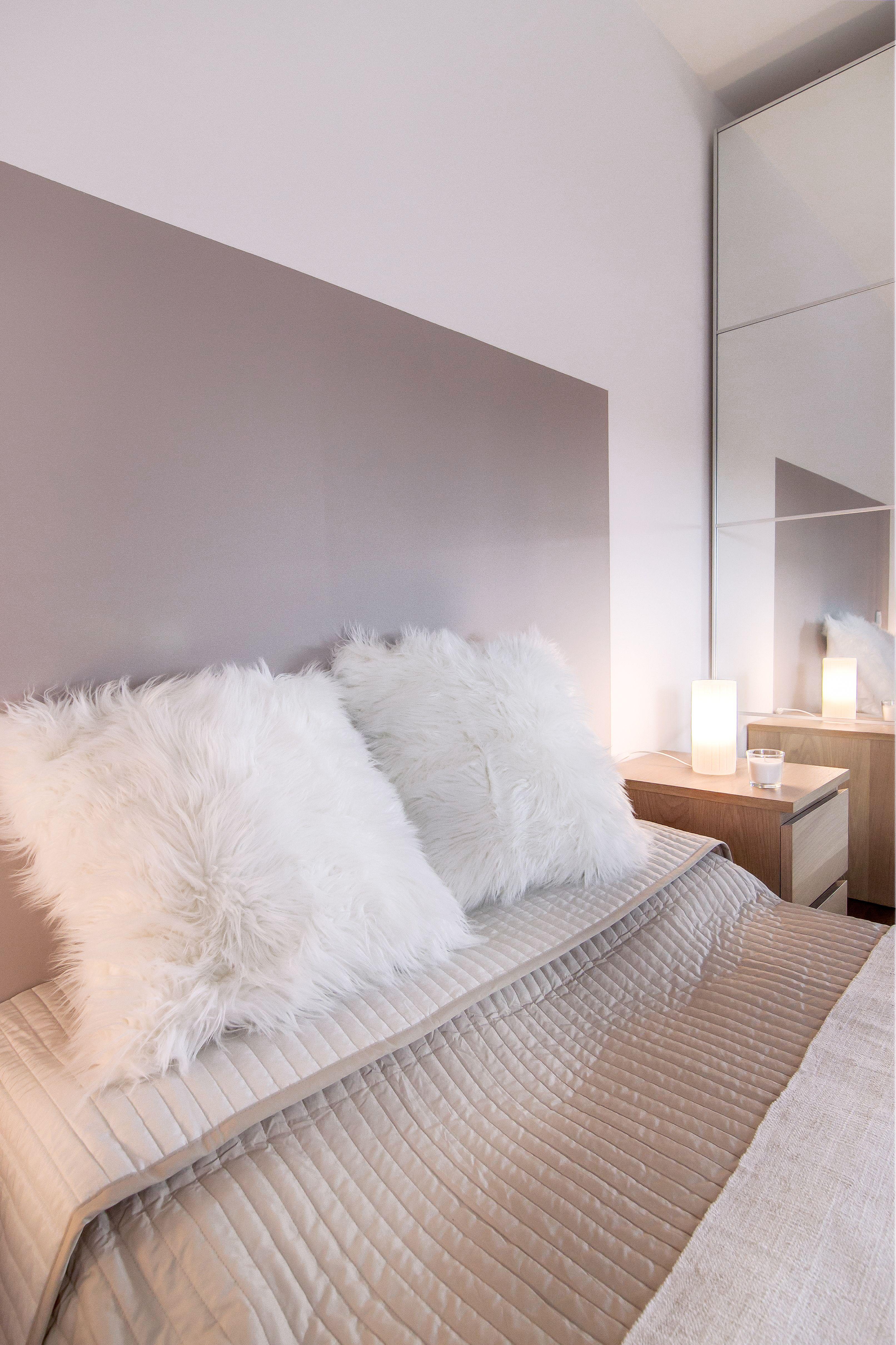 chambre cocooning taupe beige et blanc chambre cosy tete de lit peinture DIY   Architecture