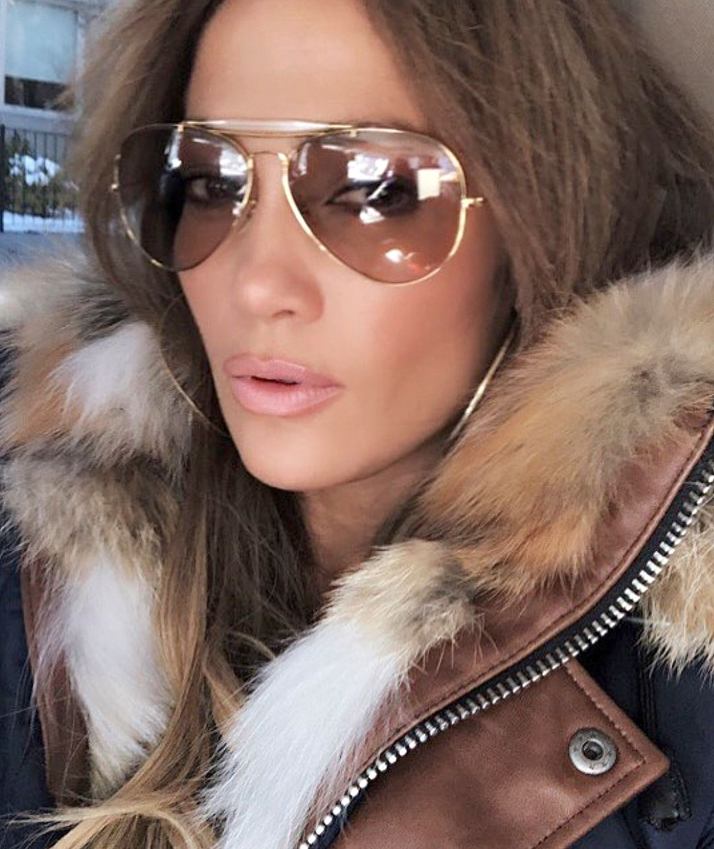 5cf40dbf25 Pinterest  DEBORAHPRAHA ♥ Jennifer lopez wearing aviator sunglasses and  winter jacket  jlo  sunglasses