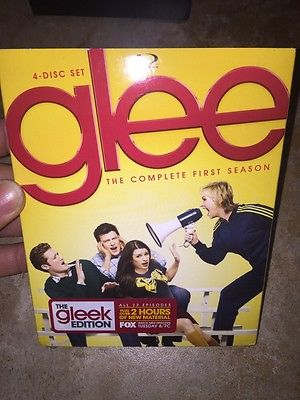 awesome Glee The Complete First Season (Blu-ray Disc 2010 4-Disc Set) - For Sale View more at http://shipperscentral.com/wp/product/glee-the-complete-first-season-blu-ray-disc-2010-4-disc-set-for-sale-2/