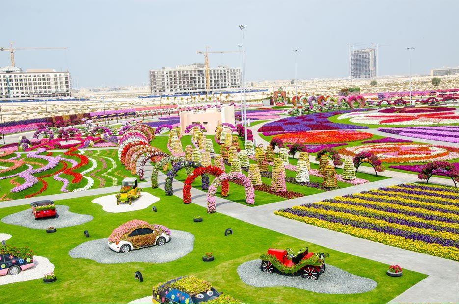 Dubai Miracle Garden Estatuas De Jardim Jardim Espacos De Crianca