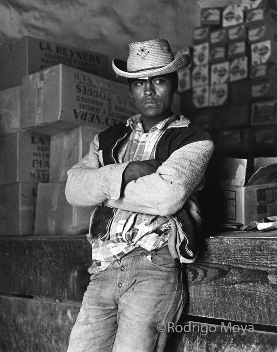 """RODRIGO MOYA (1934, Colombia-Mex) / """"Campesino"""" Región ixtlera del norte de México (1965) /// /// + fotos en http://archivofotograficorodrigomoya.blogspot.mx/search/label/Ixtleros"""