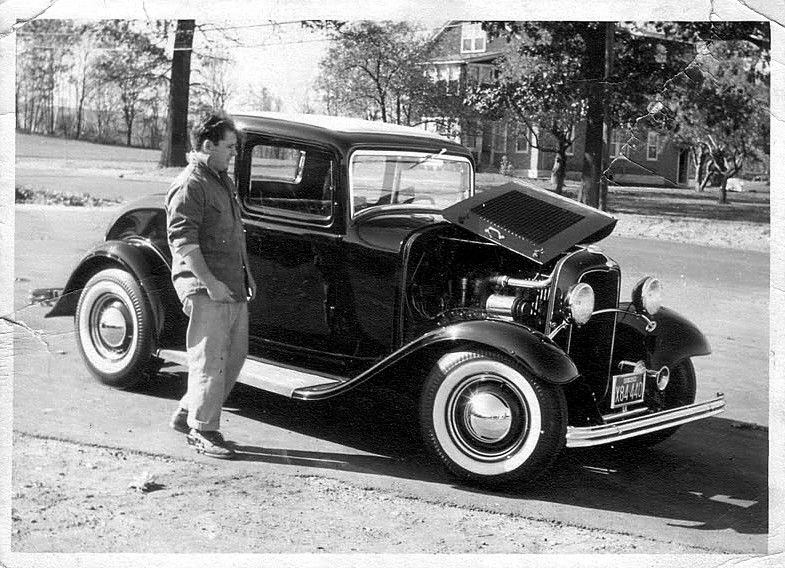 Mild hot rodded 1932 Ford 5 Window Coupe (vintage photo 1)