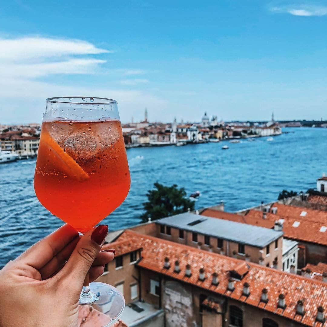 Spritz A Venezia 12 Posti Dove Berli Tra Bacari E Cocktail Bar Dissapore Venezia Cocktail Estivi Bere