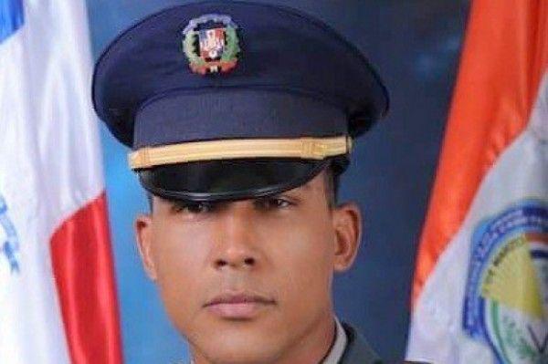 Oficial Lenny José Estrella Lora, Policía Nacional, asesinado la víspera de Año Nuevo, para robarle celular, 31 dic 2015
